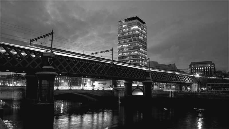 D320 - The Loopline Bridge and Liberty Hall, Dublin.