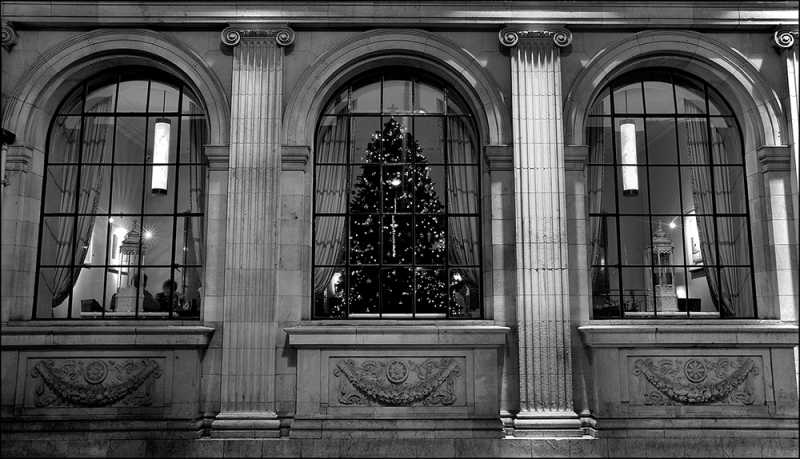 D503 - The Gresham Hotel at Christmas.