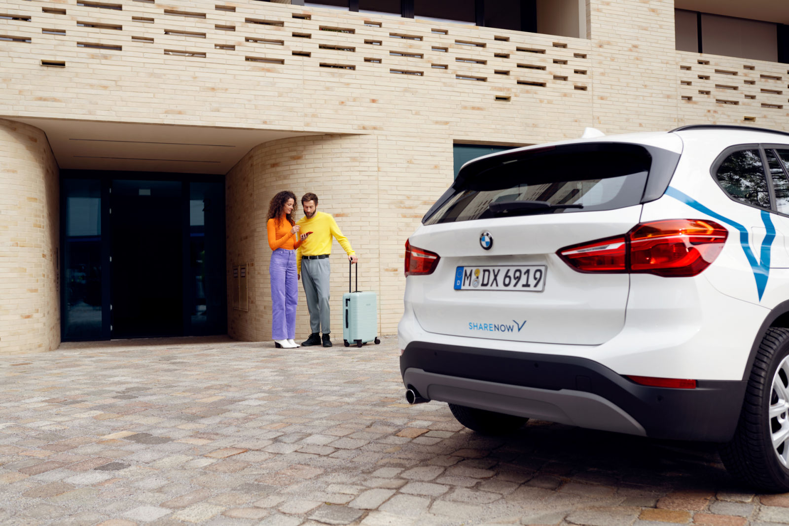 bmw-x1-back-with-couple