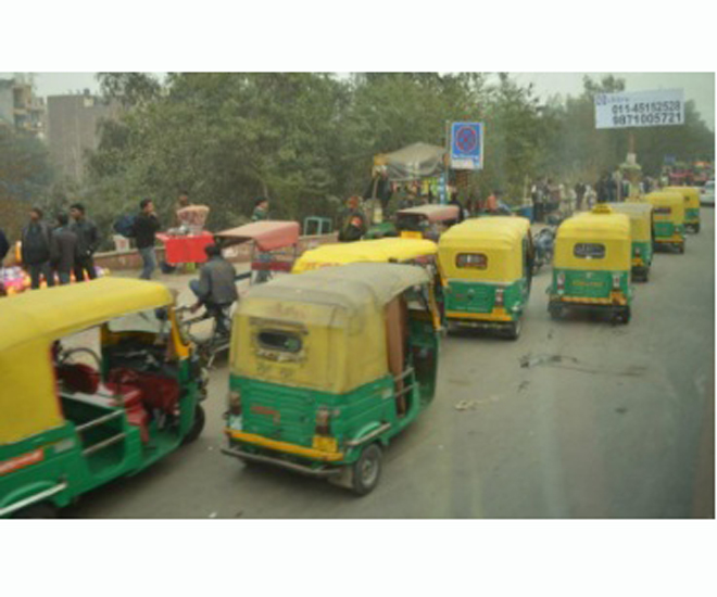 three wheel taxi india cr