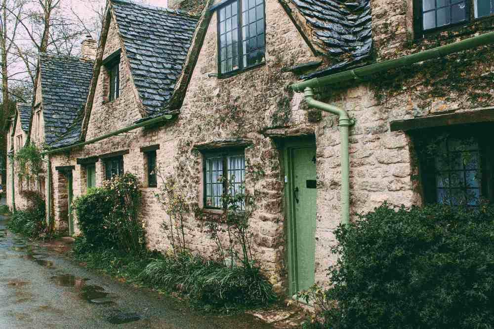 Country cottages photo