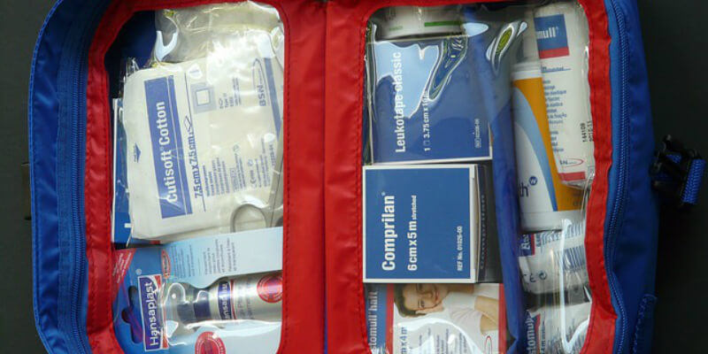 first-aid-kit-59646 640