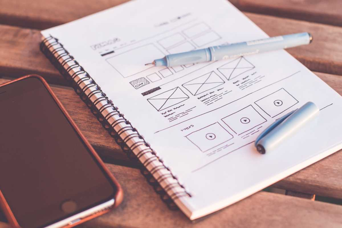 Wireframing sketch with pen and iPhone