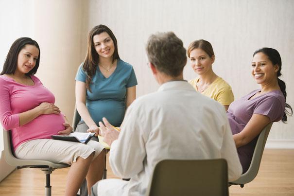 在寶寶出生之前的懷孕時期,最好先參加媽媽教室,可一路陪伴您到寶寶出生後,新手媽媽也更安心。