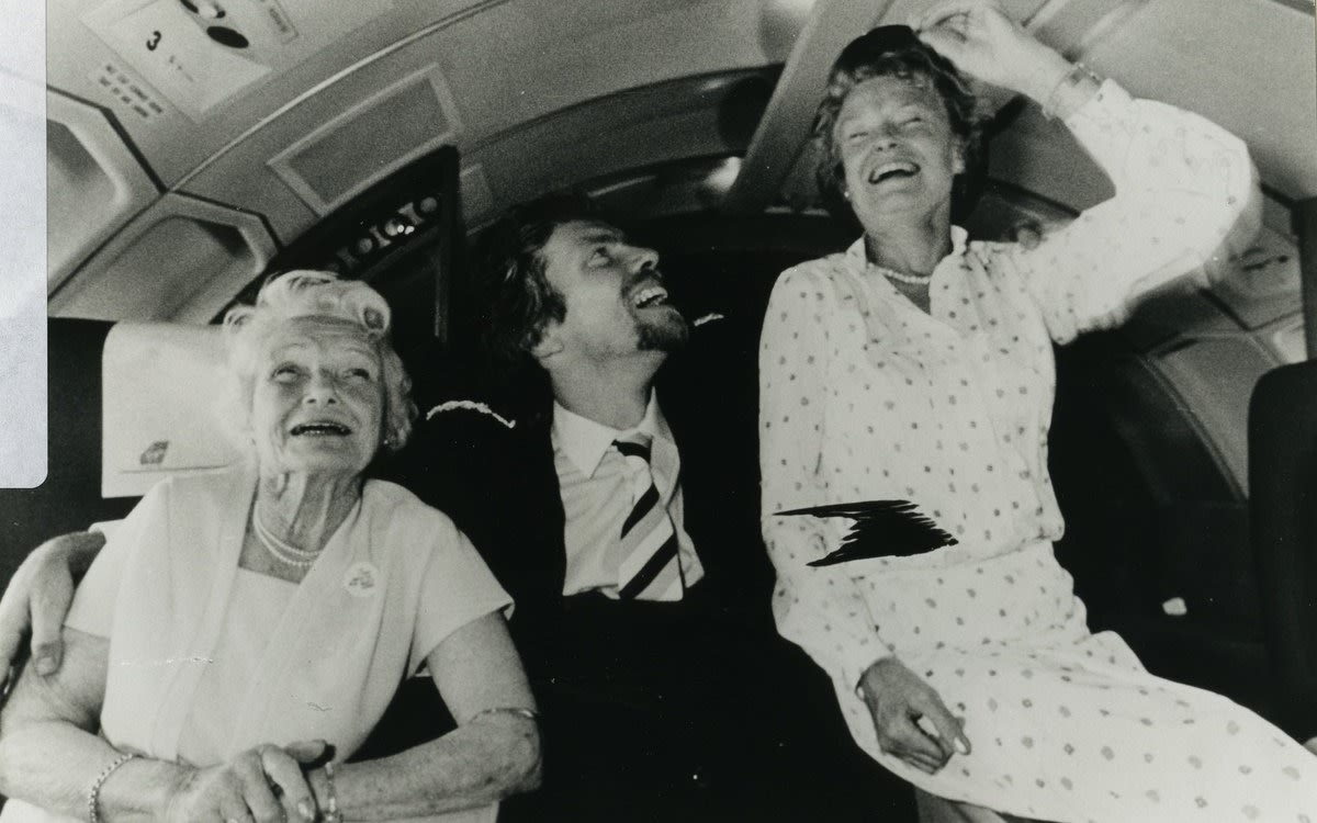 Black and white image of Richard Branson with his mum and grandmother