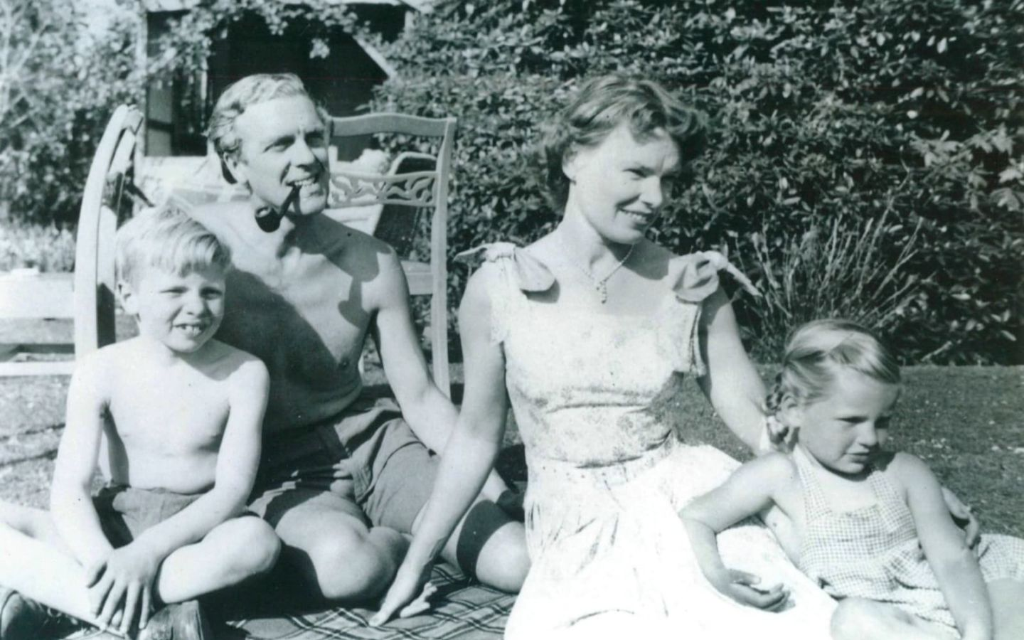 Black and white photo of Richard Branson with dad Ted, mum Eve and one of his sisters