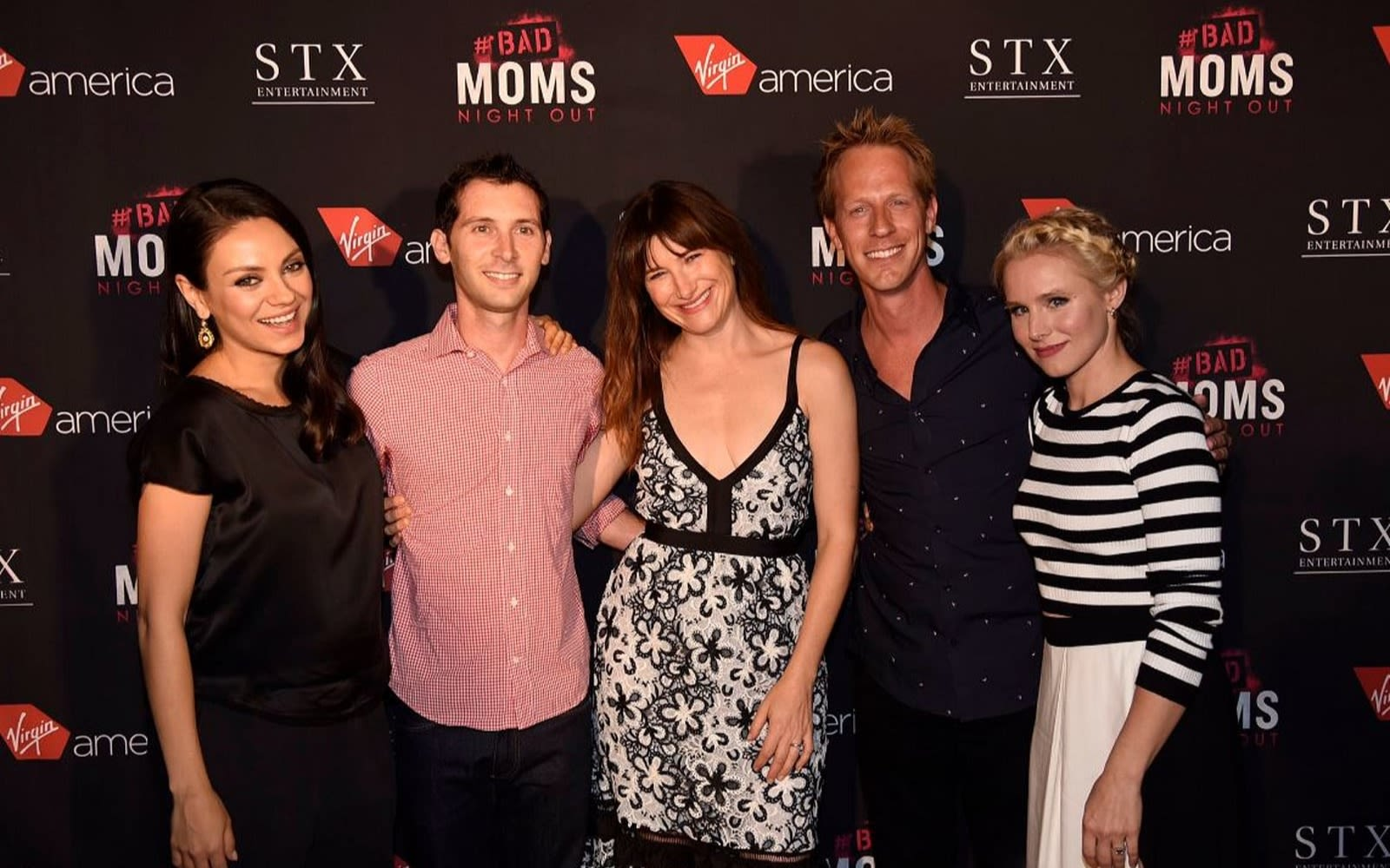 Bad Moms cast at an awards ceremony