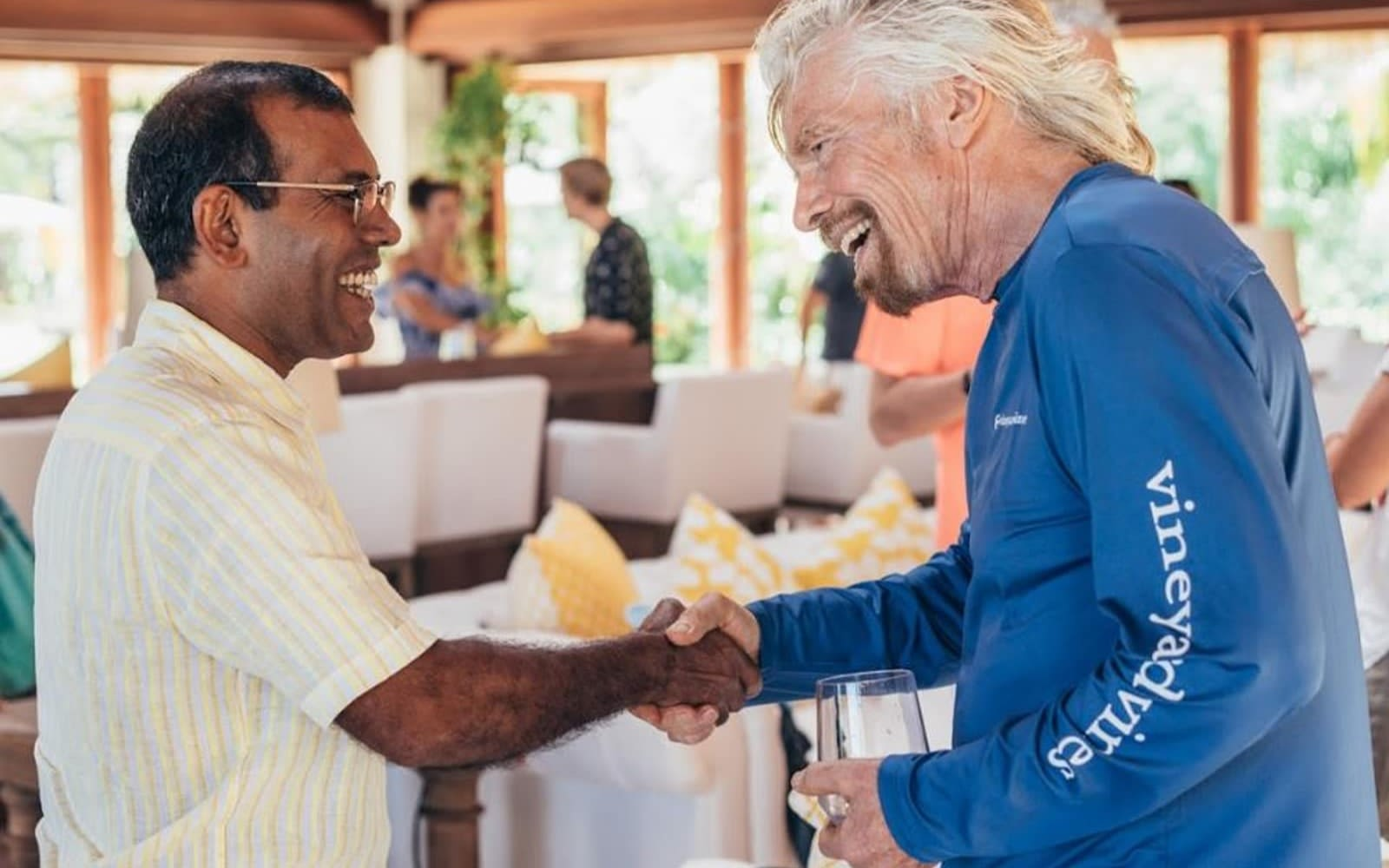 Richard Branson shaking hands with Mohamed Nasheed, smiling at each other