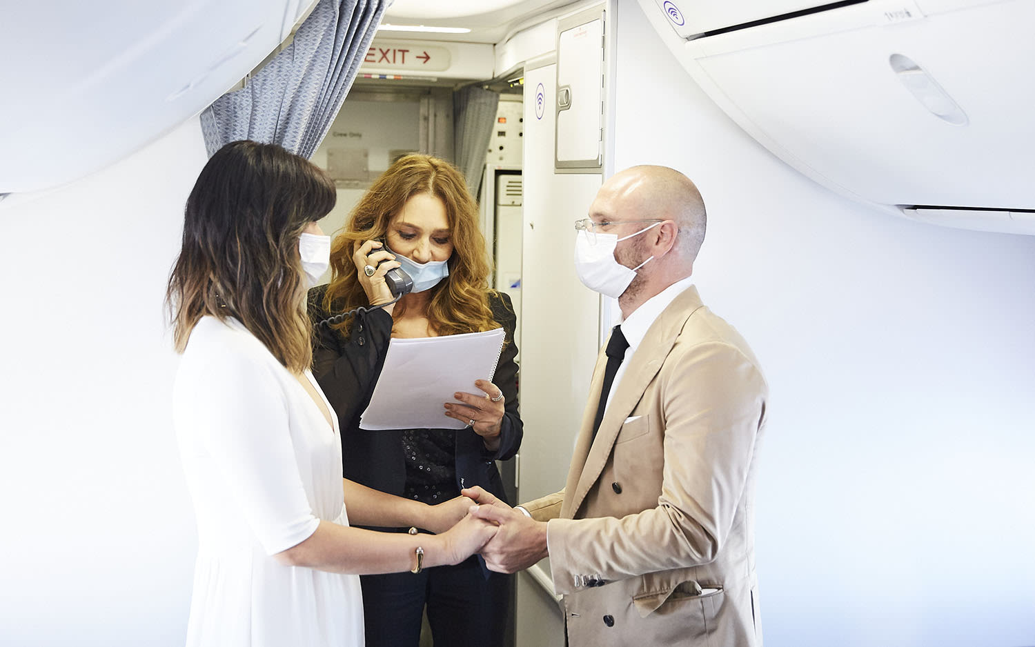 Elaine and Luke Serdar get married on a Virgin Australia flight