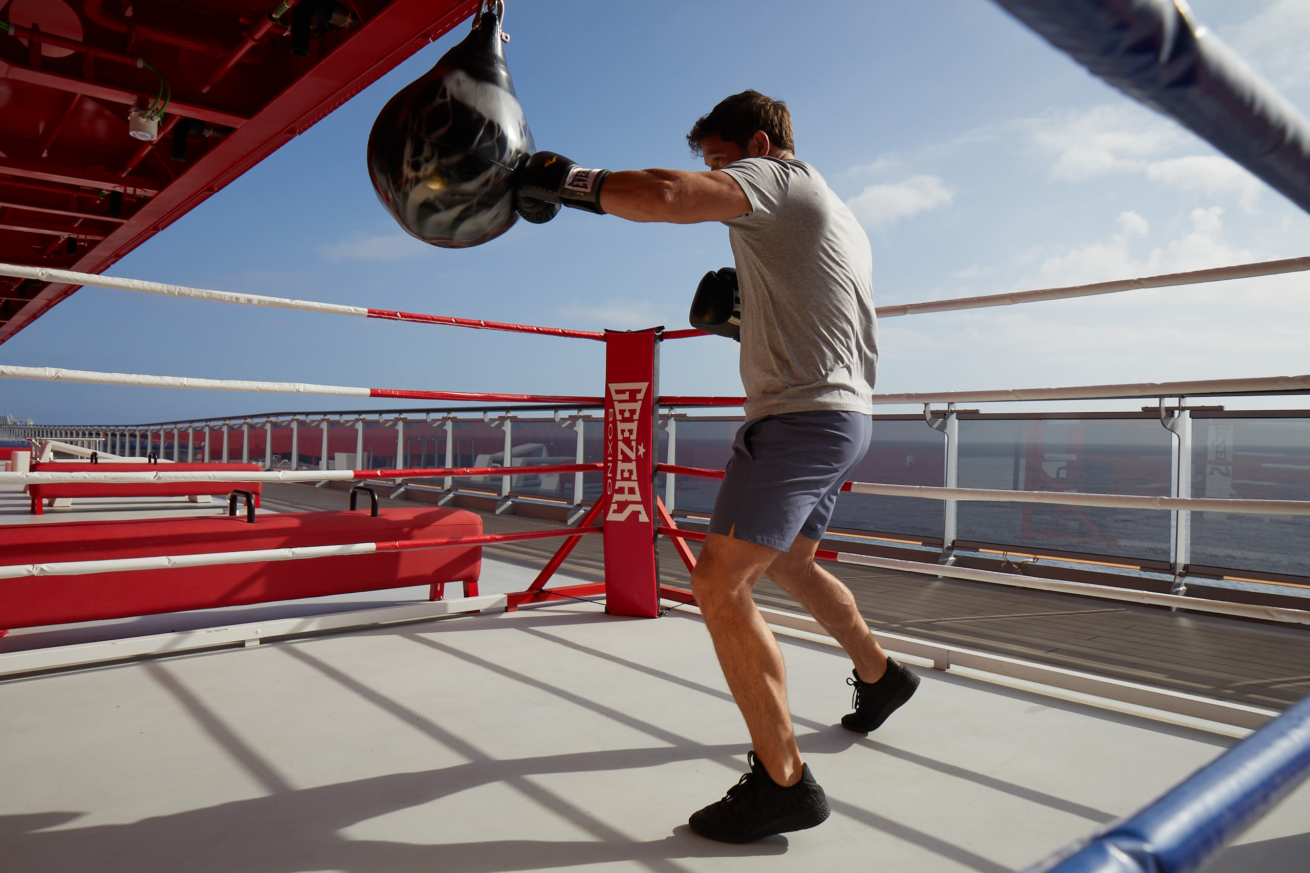 virgin-voyages_2021-04_training-camp-fitness-boxing
