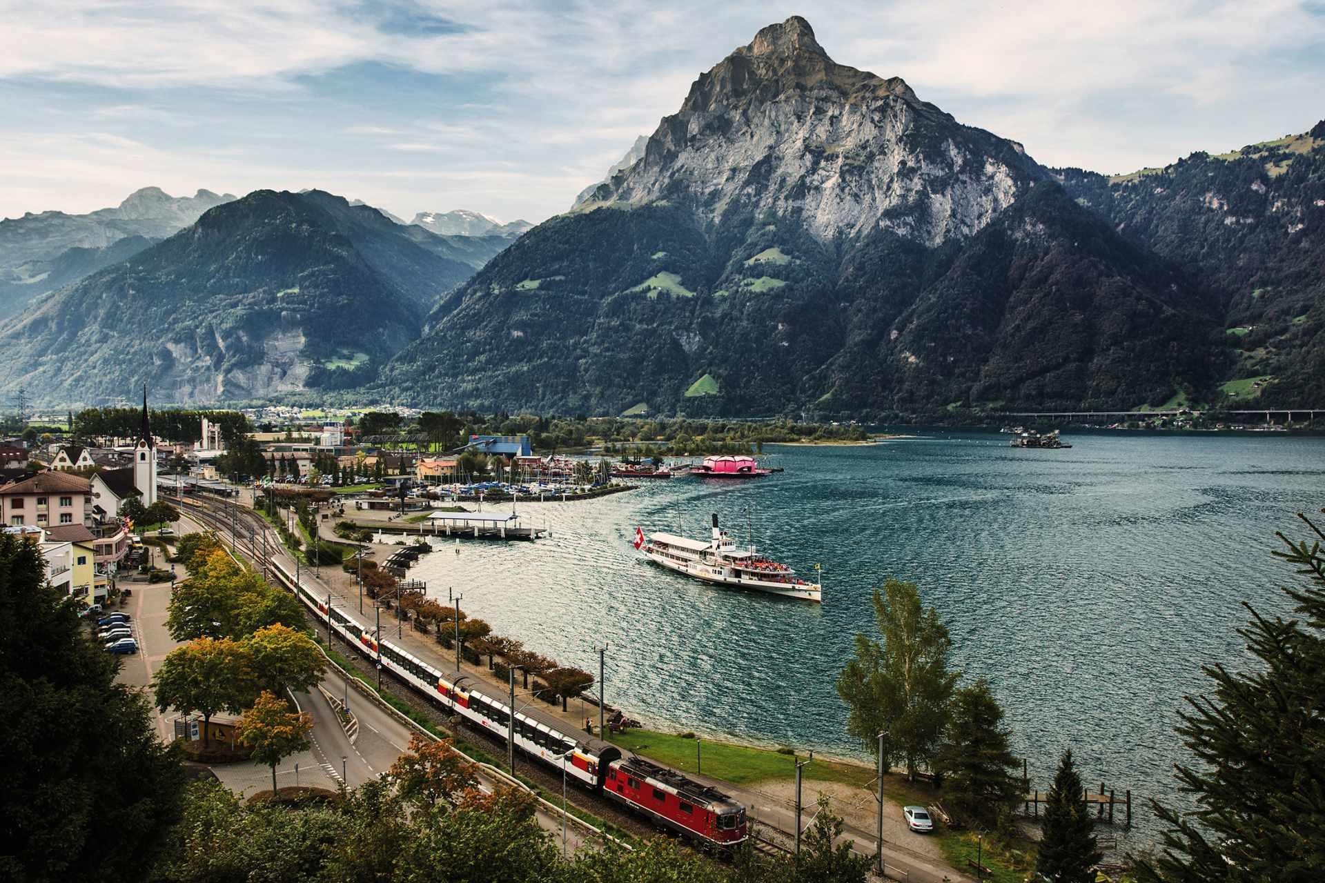 Grand Train Zug von Wallis über Graubünden nach Italien