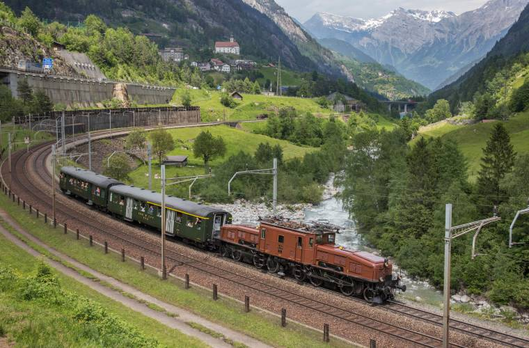 II Georg Trüb - Erlebniszug San Gottardo bei Wattingerkurve-min.jpg