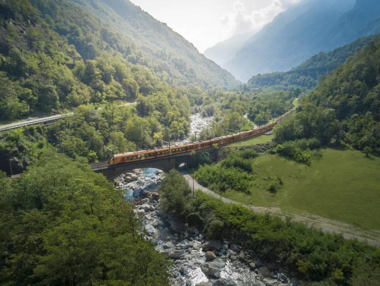 Treno Gottardo bei Biaschina