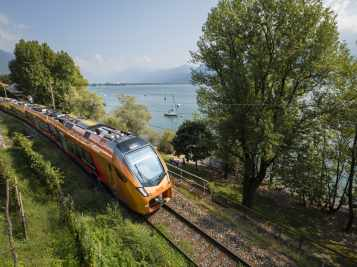 Treno Gottardo unterwegs bei Minusio am Lago Maggiore