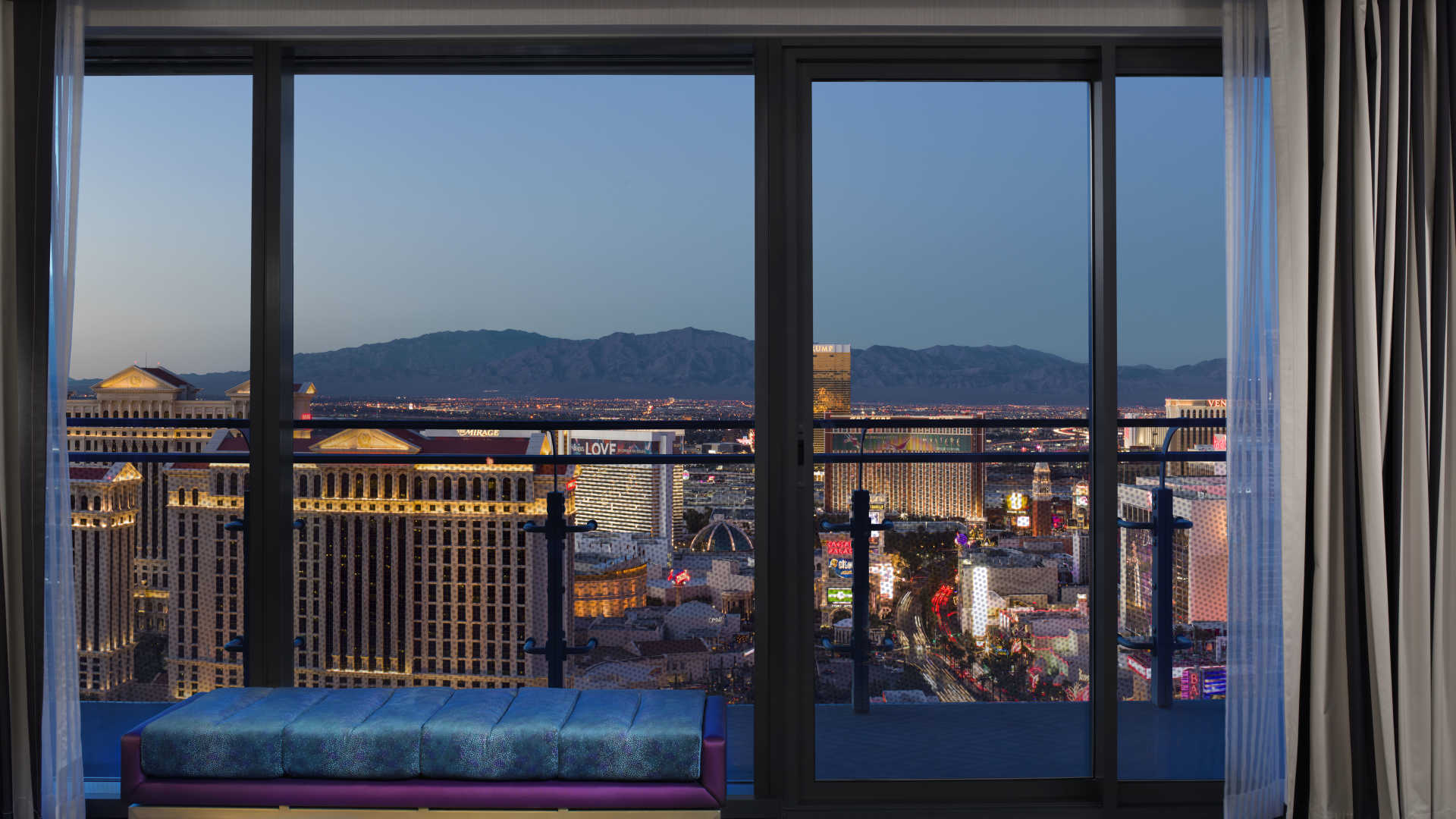 las vegas luxury hotel wraparound terrace suite fountain view
