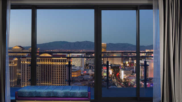 Fabulous Las Vegas Luxury Hotel The Cosmopolitan Squirreltailoven Fun Painted Chair Ideas Images Squirreltailovenorg
