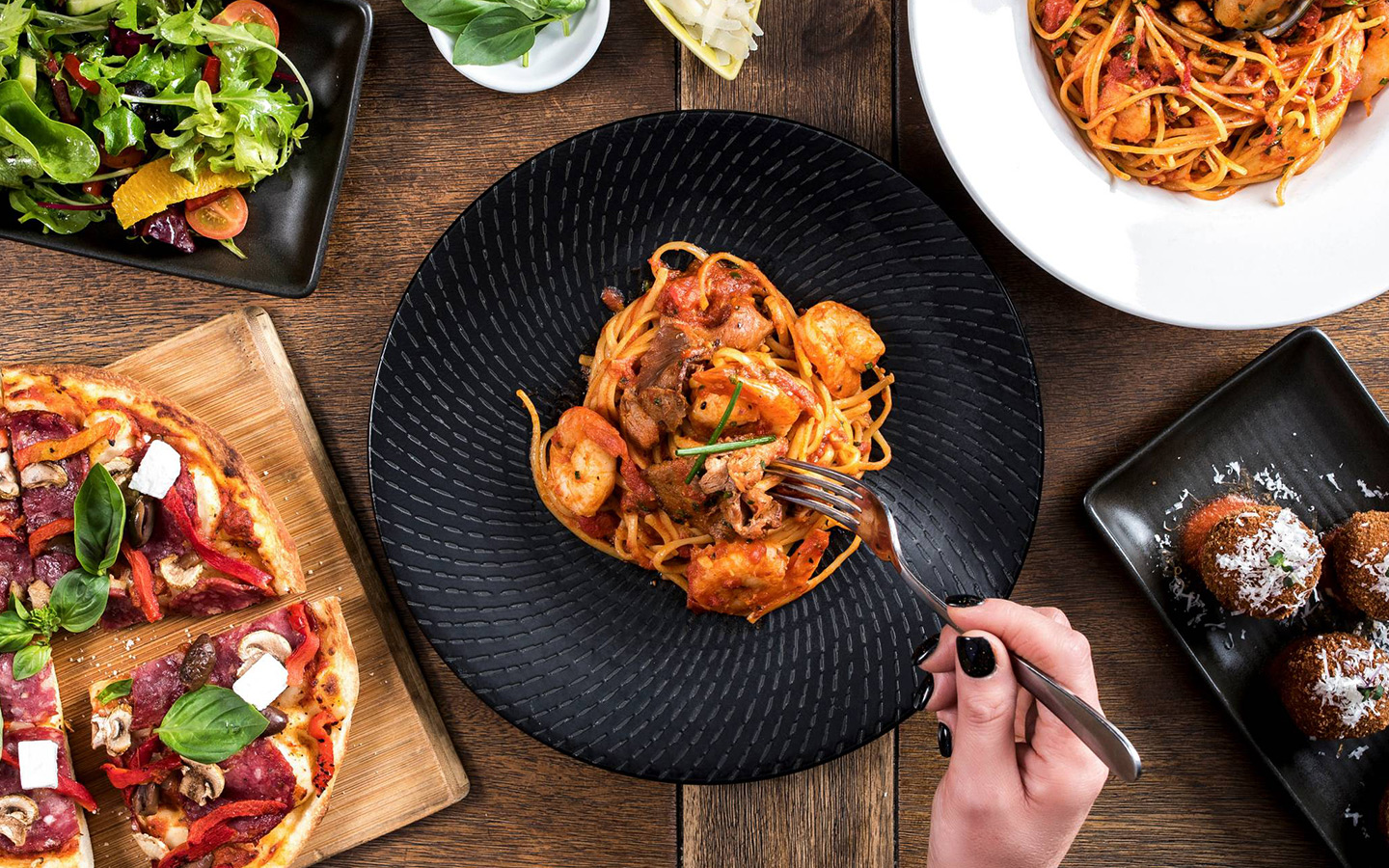 essay about italian food During the last decades of the twentieth century (1980s and 1990s), however, pasta and pizza (another traditional southern food) became popular in the north of italy pasta is more likely to be served with a white cheese sauce in the north and a tomato-based sauce in the south.