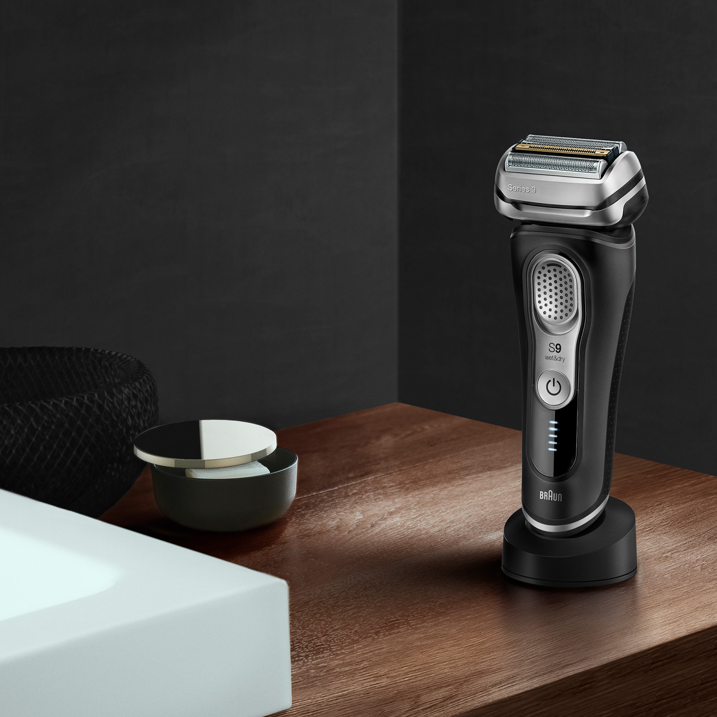 Series 9 9320s shaver in charging stand