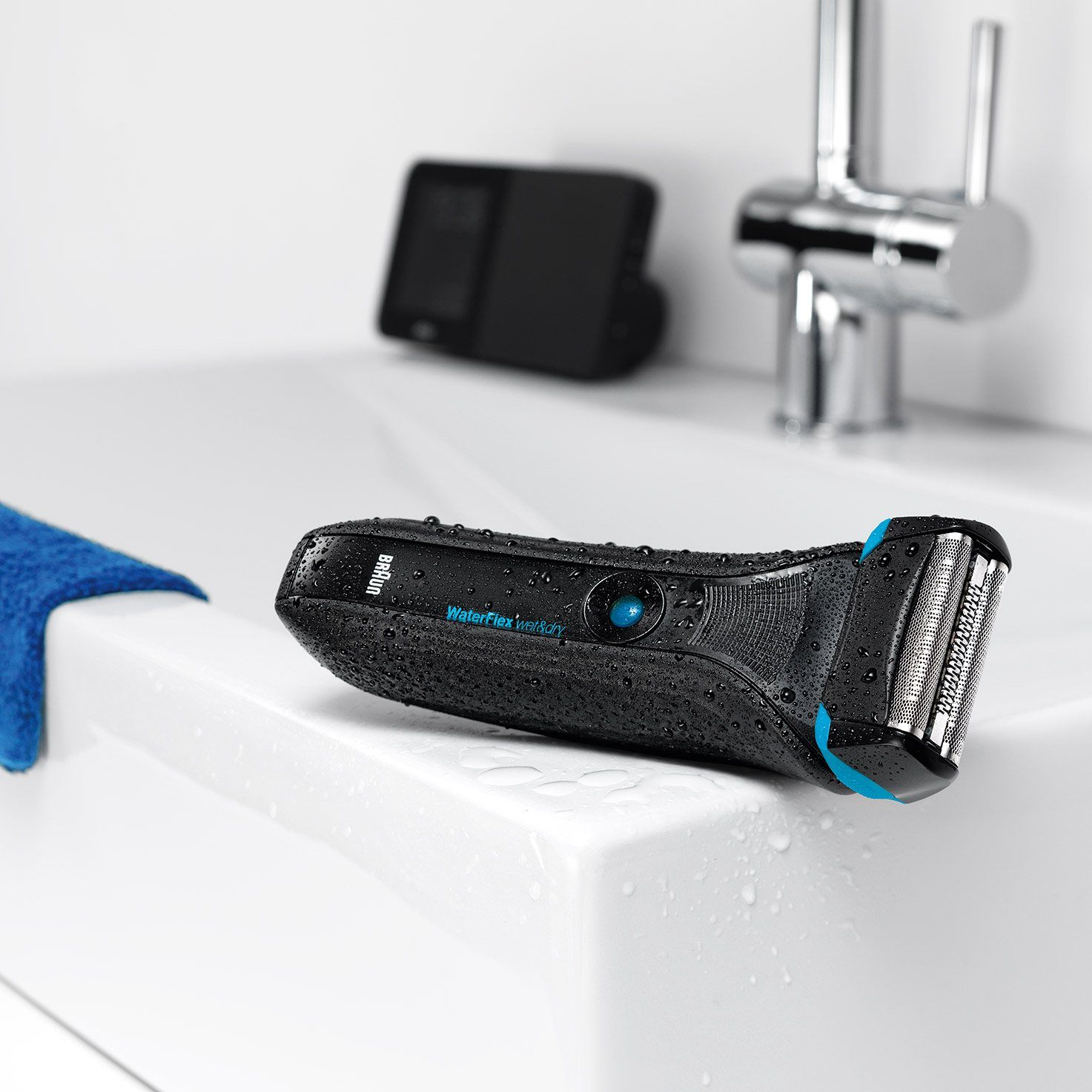 WaterFlex WF2s black Wet&Dry shaver with swivel head