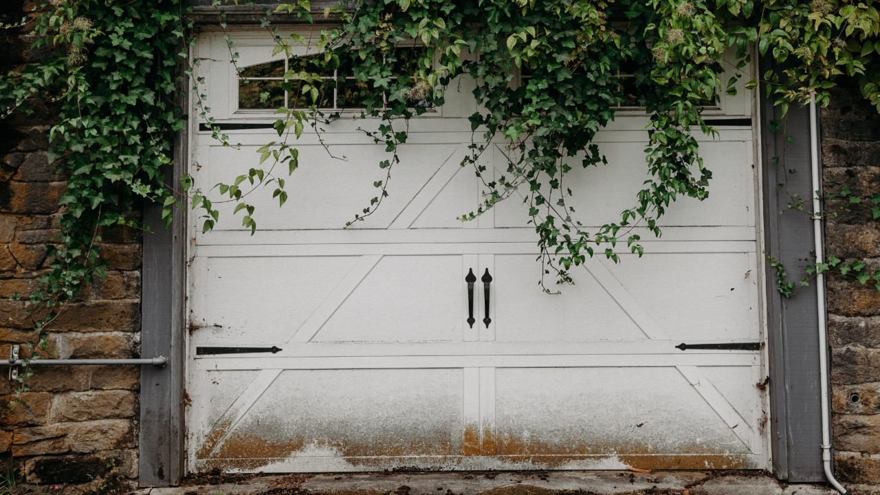 Disused garage   unsplash