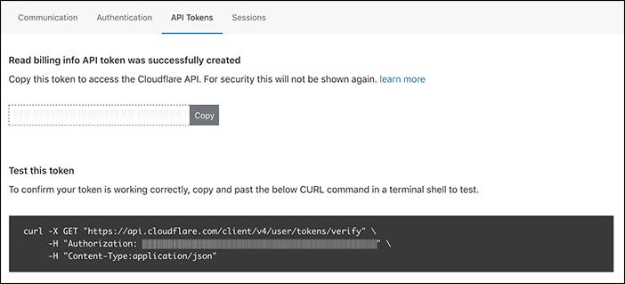 Captura de pantalla de los token de API en el panel de control de Cloudflare con el token de API borroso.