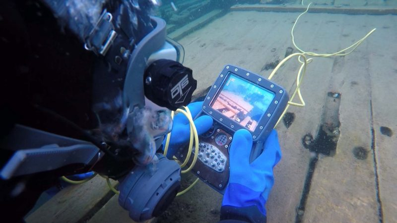 diveable-controller-underwater-drone-divers