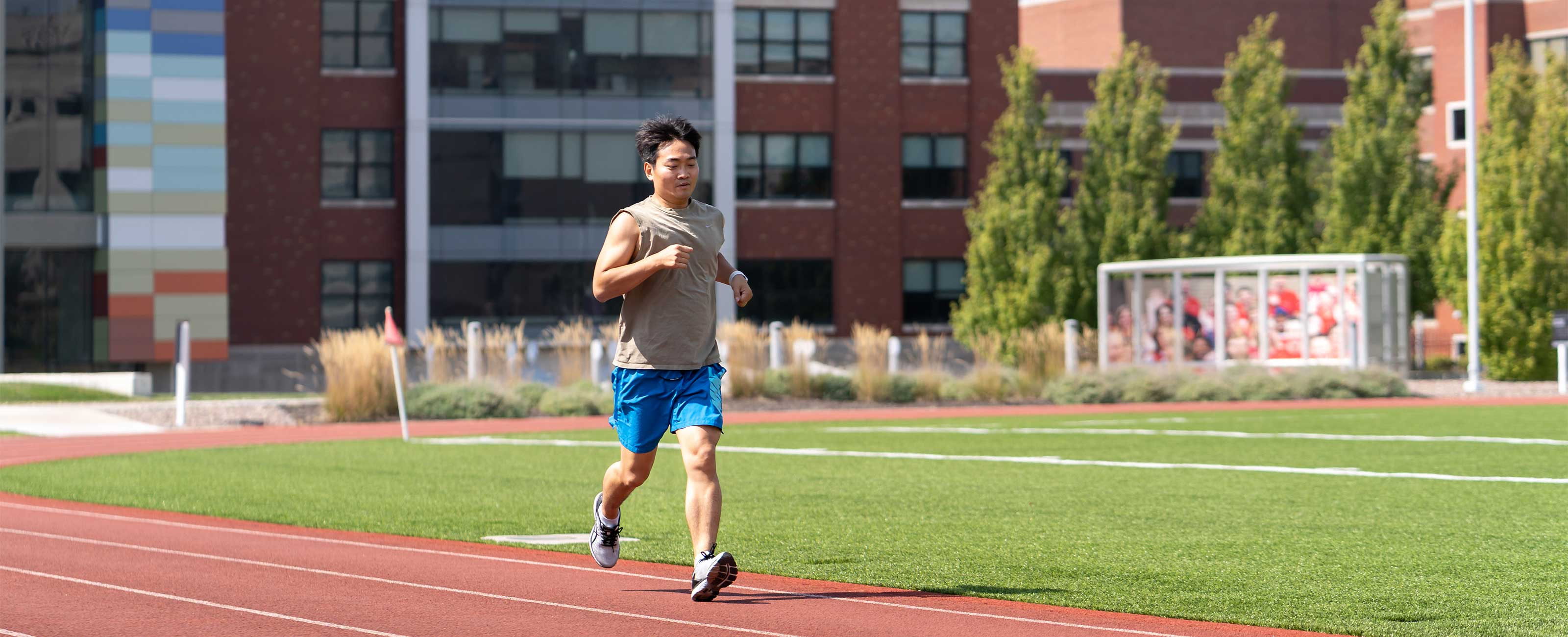 2x-embed-story-yuan-shi-running-on-track-Photo-3