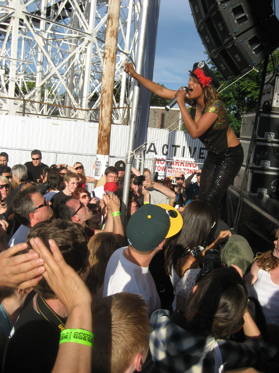 M.I.A. performs at the Siren Music Festival in 2007. (J. Appleseed/Flickr)