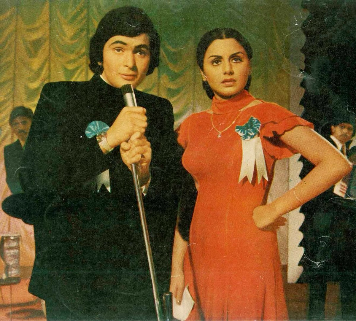 Rishi Kapoor and Neetu Singh in Khel Khel Mein (1975)