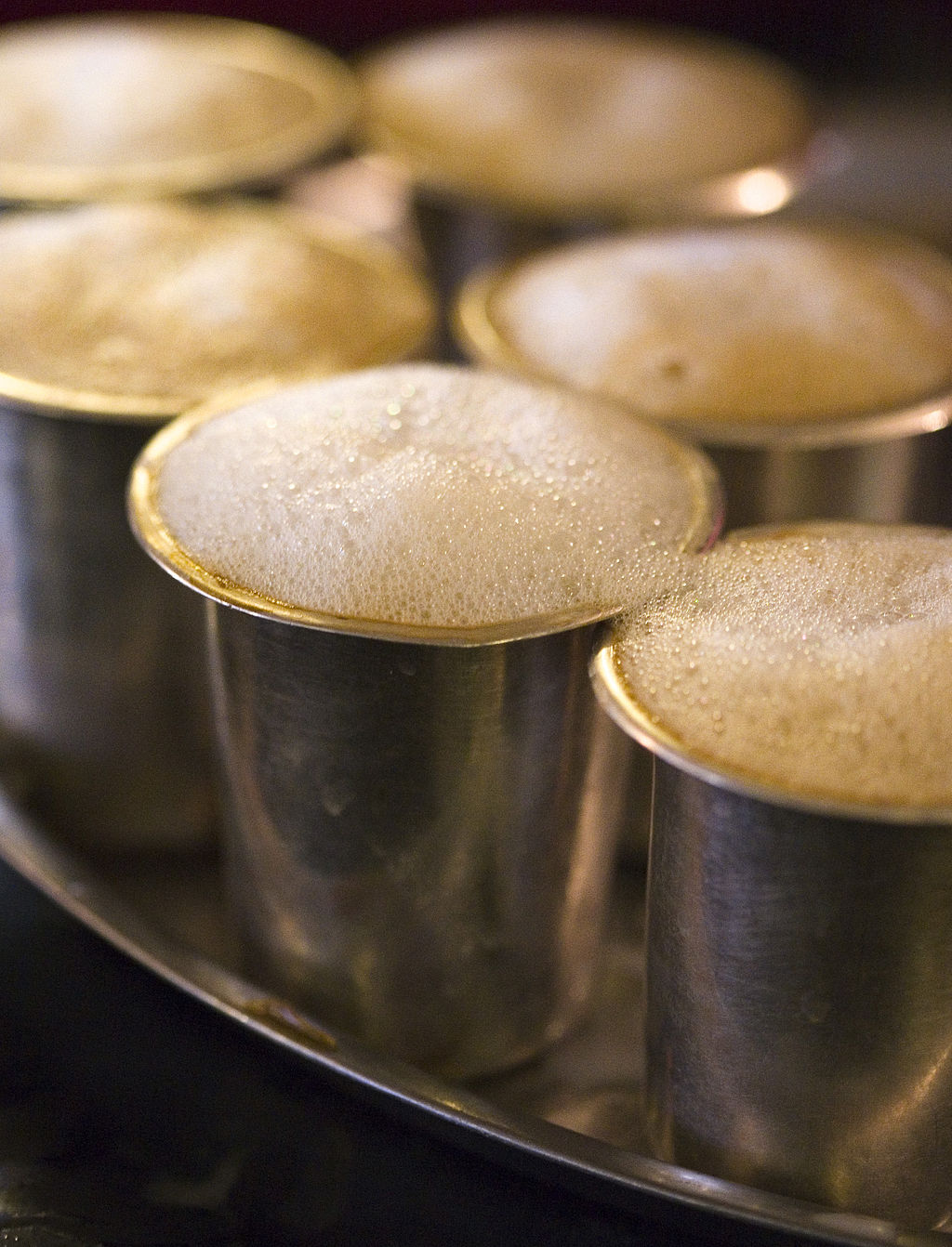 Foaming filter coffee in tumblers