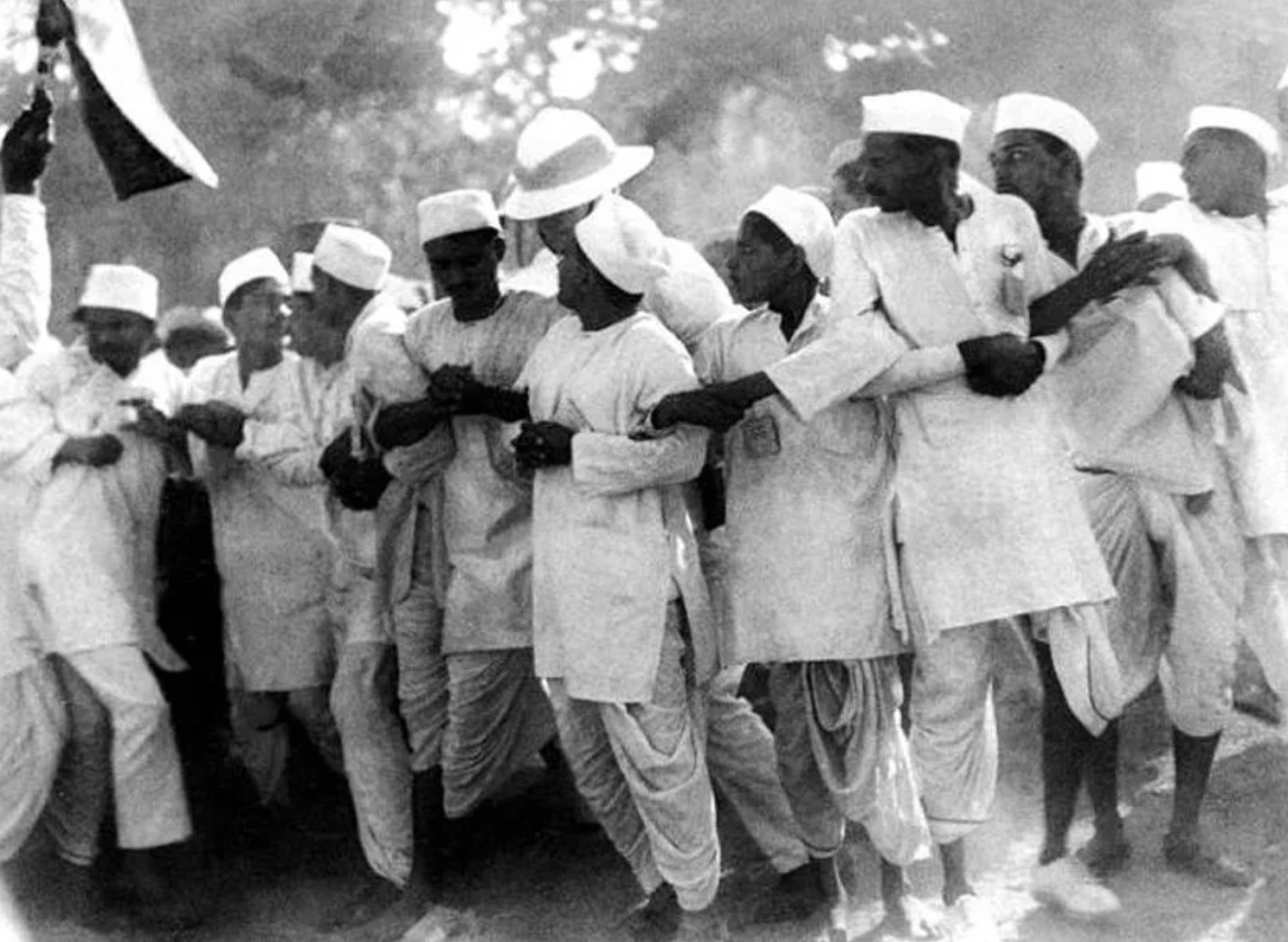 Indian men dressed in kurtas to protest for their right to practice Swadeshi in the 1940s. Kurtas were worn only by men until around 200 years ago. (National Gandhi Museum, New Delhi)