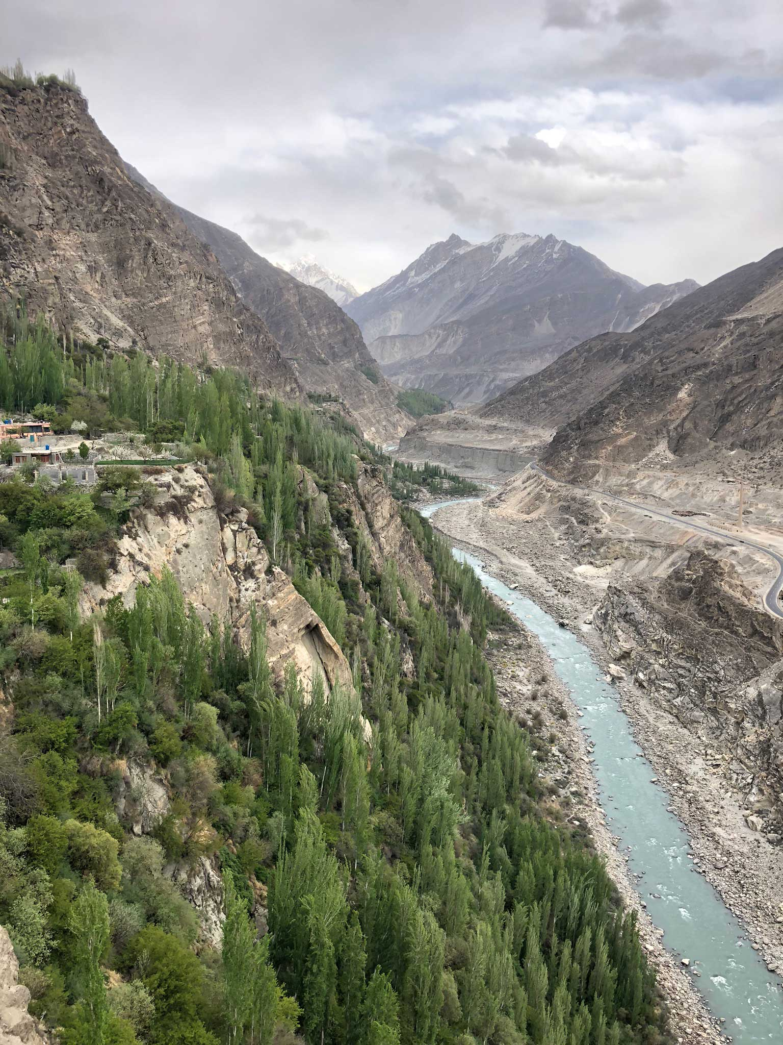 Hunza River flowing through Karimabad in Pakistan. (Dur e Aziz Amna)