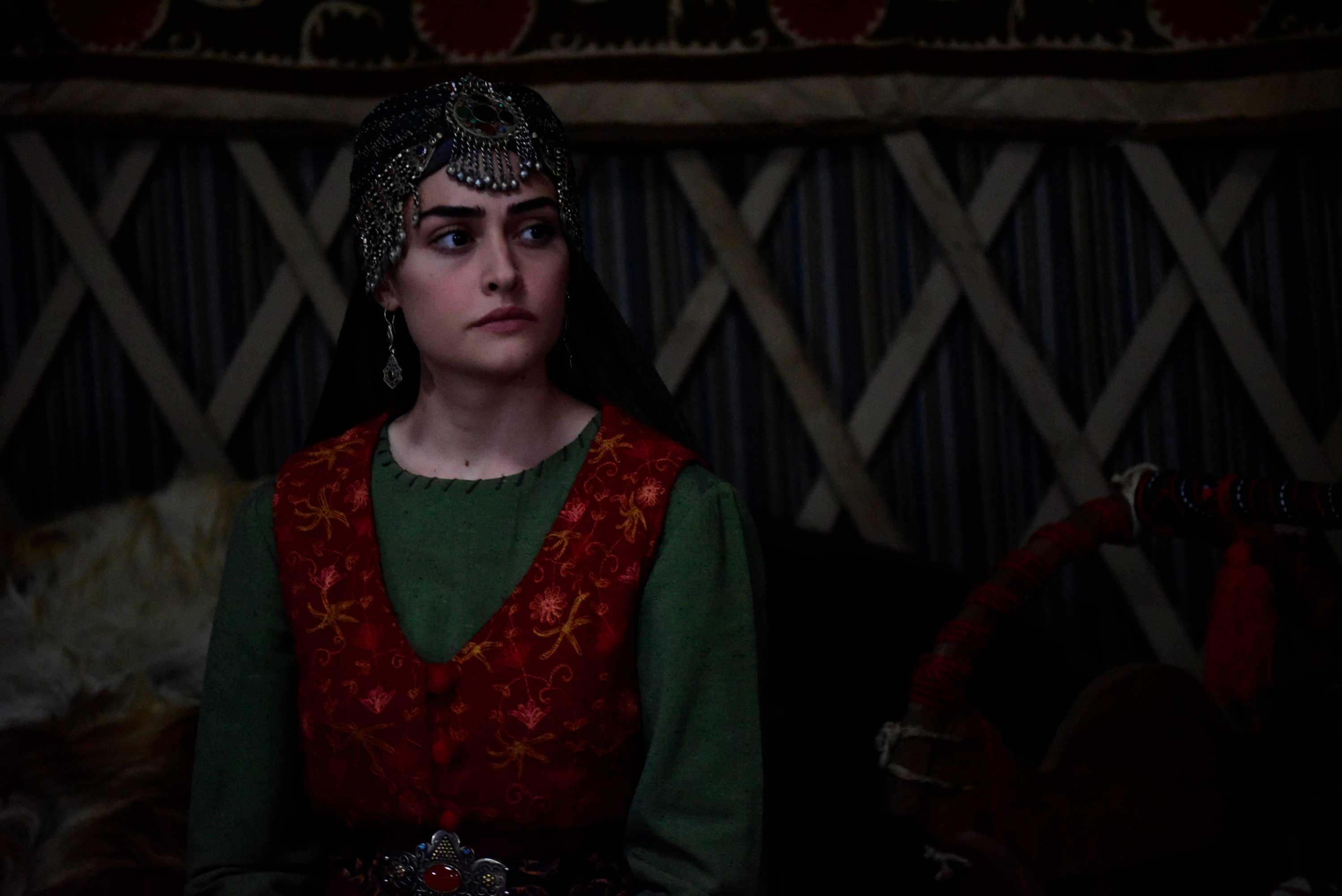 "Actor Esra Bilgiç plays Ertuğrul's wife Halime Hatun in ""Resurrection: Ertuğrul."" (TRT 1)"