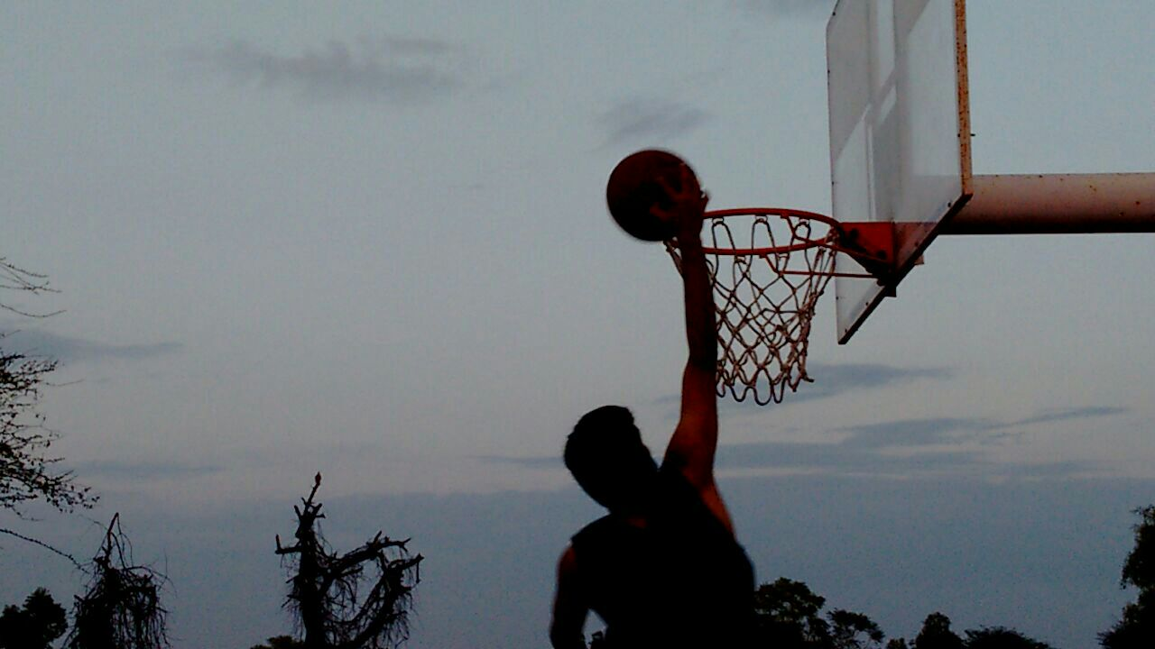 Basketball dunk in India (Wikimedia)