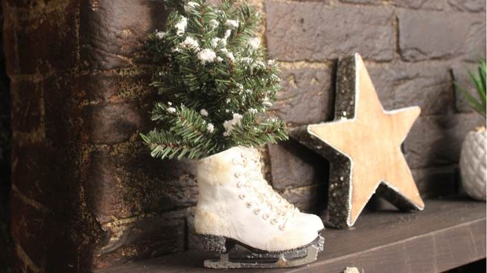 Ice skate and star decorations