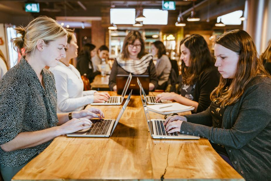 women-on-laptops-around-table 925x