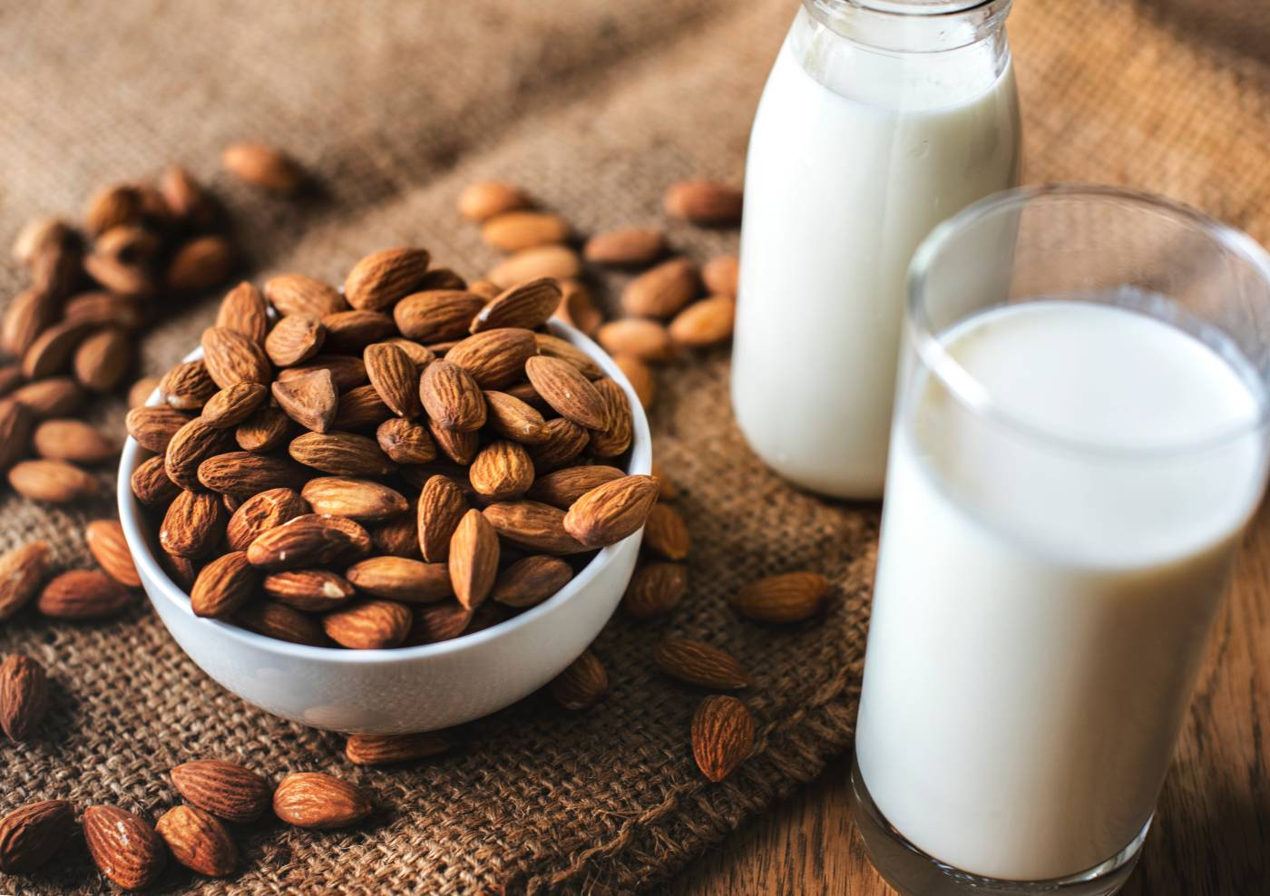 almond-almond-milk-bottle-1446318