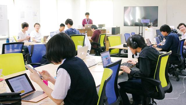吉村総一郎さん プログラミングコースの様子