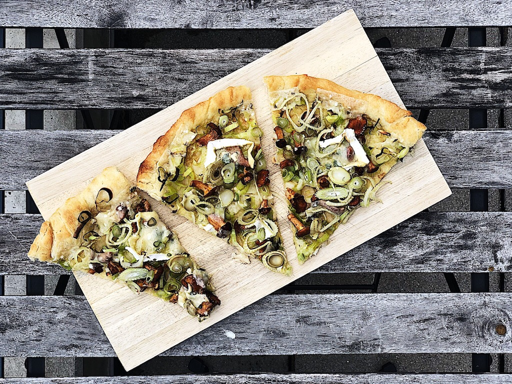 Chanterelle, leek, fennel, and blue cheese pizza