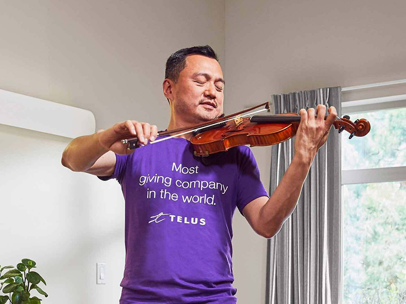 TELUS team member, Tom Su, plays the violin