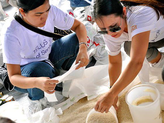 TELUS team member volunteers at work