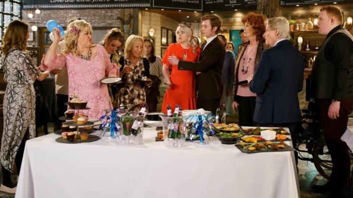 Beth, Sinead, Daniel, Claudia, Craig and Ken - Coronation Street - ITV