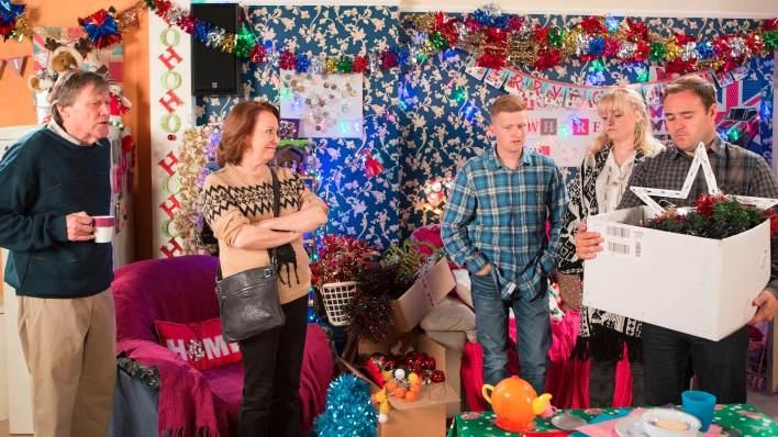 Roy, Cathy, Chesney, Sinead, Tyrone - Coronation Street - ITV