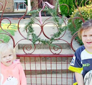 Erica Glover's children with their wreath.