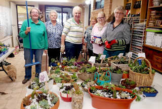 Potters – Libby Plumley, Dorothy Shepherd, Cathie Shannon, Lyn Webster, Sue Thackeray and Gail Smith.
