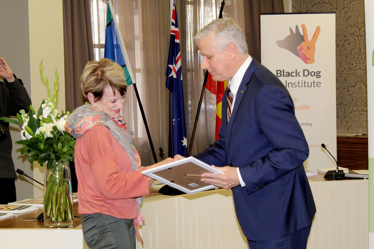 page8-Deputy-PM-Michael-McCormack-presenting-Wendy-Dunk-with-her-certificate.