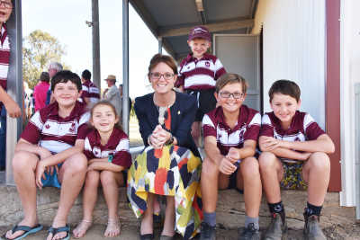 Steph Cooke MP with Harden Murrumburrah Junior Rugby League players at a 2019 Clubgrants announcement for McLean Oval.