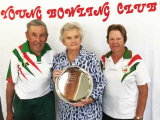 Cliff and Sheila Traynor being presented with the June Brown Memorial Trophy by Life Member, Dorothy Shepherd.
