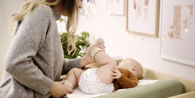 So wickelst Du Dein Baby schnell, gründlich und liebevoll