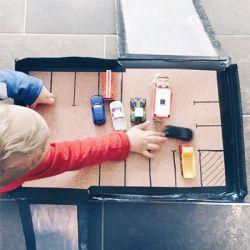 Selbstgebastelte Autorampe aus der LILLYDOO Monatsbox